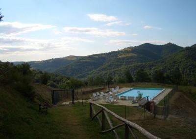 Piscina dell'Agriturismo La Cittadella a Montemonaco sui Monti Sibillini10