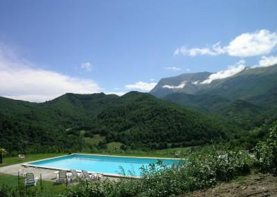 Piscina dell'Agriturismo La Cittadella a Montemonaco sui Monti Sibillini11