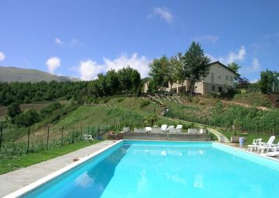 Piscina dell'Agriturismo La Cittadella a Montemonaco sui Monti Sibillini2