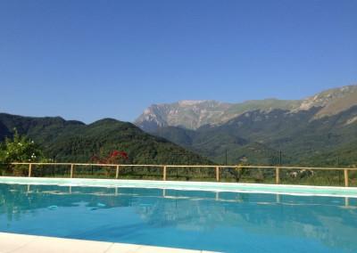 Piscina dell'Agriturismo La Cittadella a Montemonaco sui Monti Sibillini7