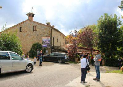 autunno-e-castagne-alla-cittadella-di-montemonaco-sui-monti-sibillini1_1